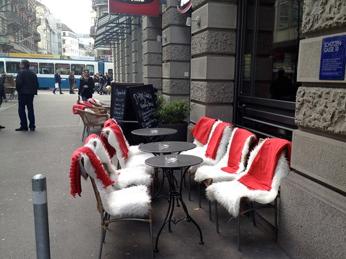 resin wicker chairs with blankets