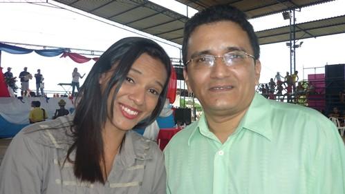 Roney Oliveira e a reporter Roberta Freitas