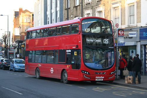 Metroline VWH2032 on Route 125, North Finchley Tally Ho! Corner