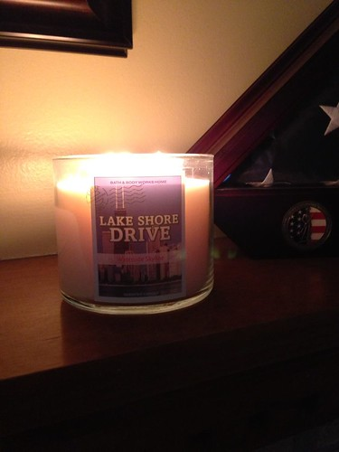 Nod to Chicago candle