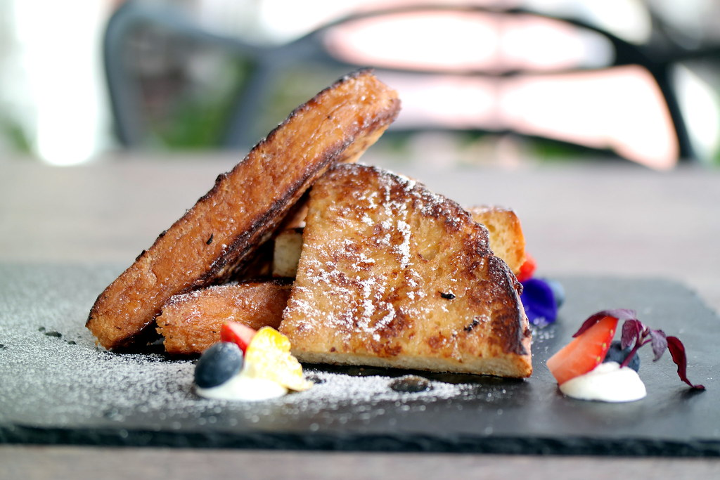 BRIDGE Cafe, Restaurant & Bar: Honey French Toast
