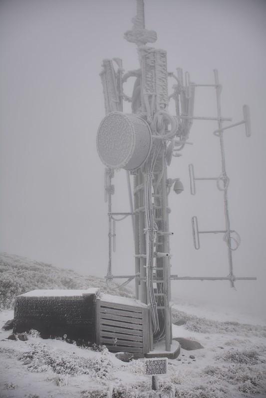 合歡山主峰的中華電信基地台