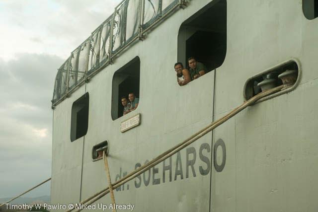 Indonesia - Sumba - 18 - Waingapu - Harbour - KRI dr Soeharso