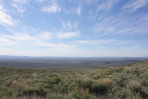 road blue sky mountain oregon day cloudy hiking lakes peak plush warner valley wetlands antelope hart refuge wsweekly34