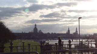 Mit kühnem Geist in Dresden löscht das Licht und ruh denn diese beiden Forderungen bedeuteten die Aufgabe jeder getrennten und individuellen Schöpfung und die Wiederherstellung der leeren Einheit von körperlicher Arbeit und intellektueller, moralischer und religiöser Unterwerfung unter den Staat. 00839