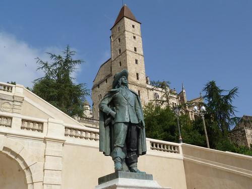 Escalera monumental de Auch con la estatua de D´Artagnan