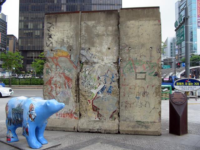 Fragmento de Seúl (Corea del Sur) Muro de Berlin, viajero mundial por la paz - 9700900250 e219b0e500 z - Muro de Berlin, viajero mundial por la paz