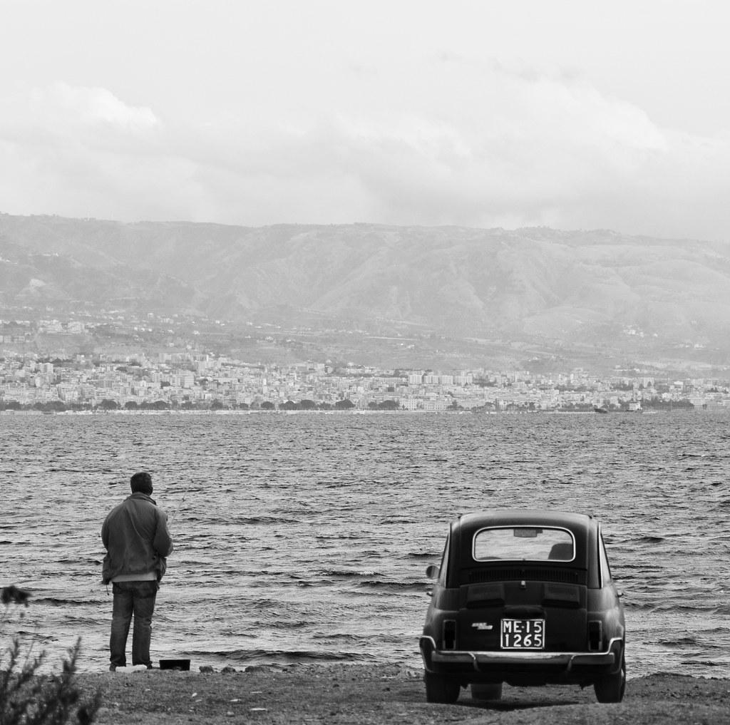 Messina: Zona Falcata - Il pescatore con la Fiat 500