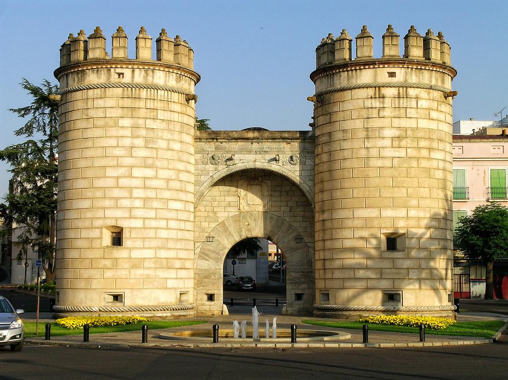 6. Puerta de Palmas, en Badajoz. Autor, Jose Antonio Kesada