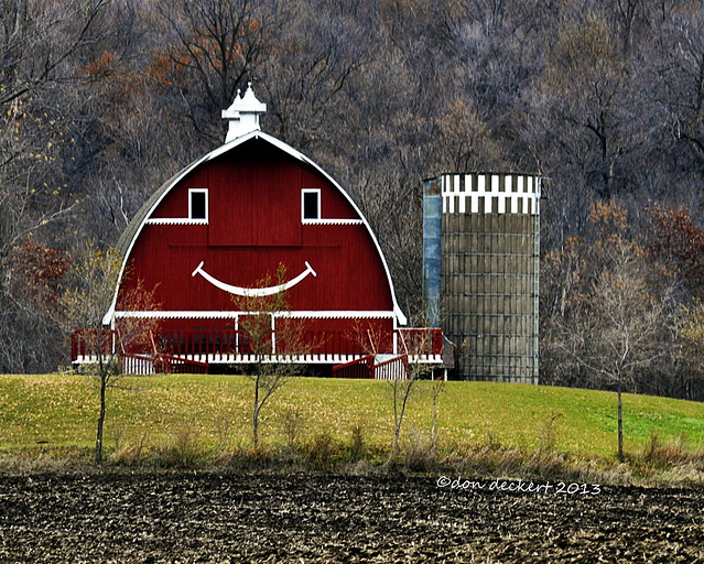 Let's see you drive  past this barn near Buffalo, MN. and try not to smile.