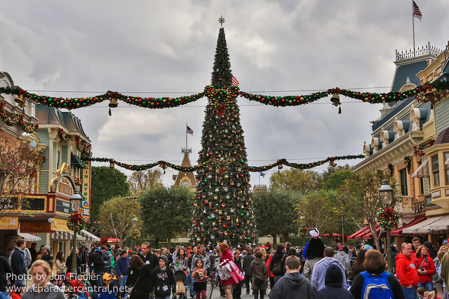 Disneyland Dec 2012 - Walking up Main Street USA