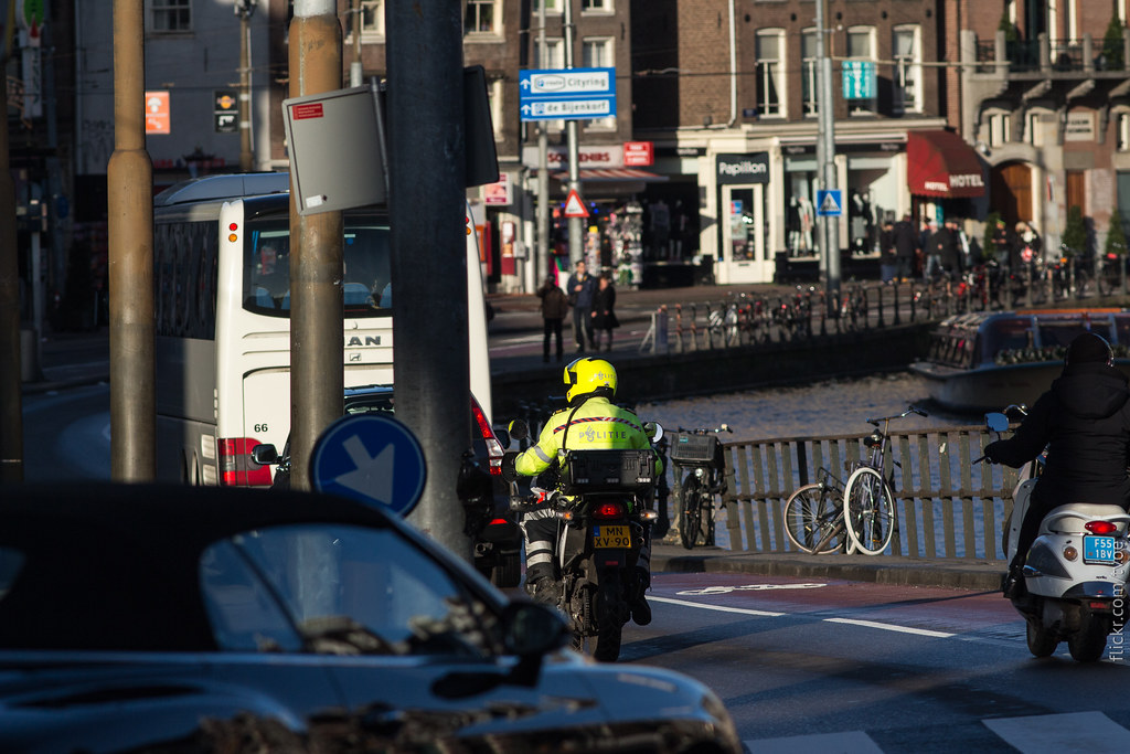 Полицейский в Амстердаме