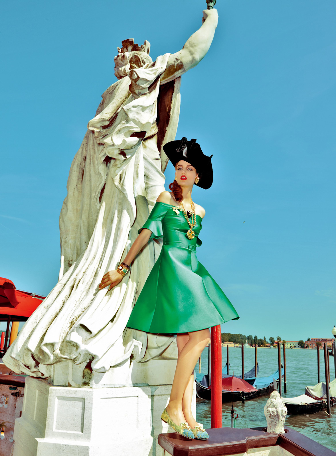 Zuzanna-Bijoch-by-Pierpaolo-Ferrari-for-Vogue-Japan-February-2014-(My-Fascination-with-Venice)-(10)