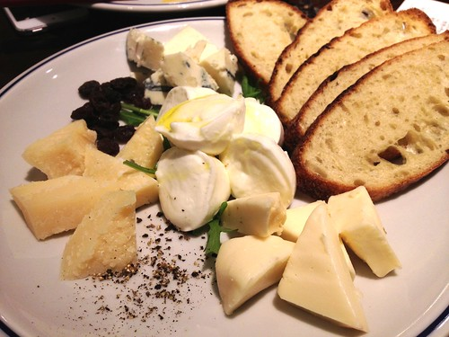 チーズの盛り合わせ@ブリアンツァ 6・1