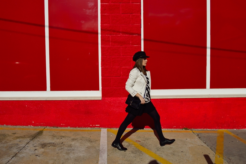 lara-vazquez-madlula-blog-white-biker-black-hat-chic-easy-look