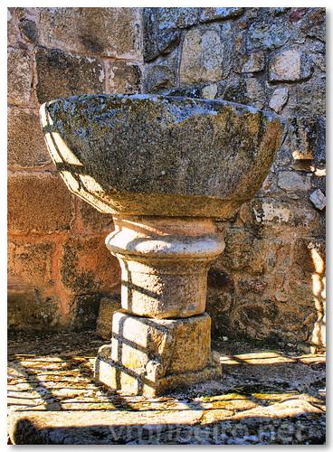 Pia baptismal da Igreja de Santa Maria do Castelo by VRfoto