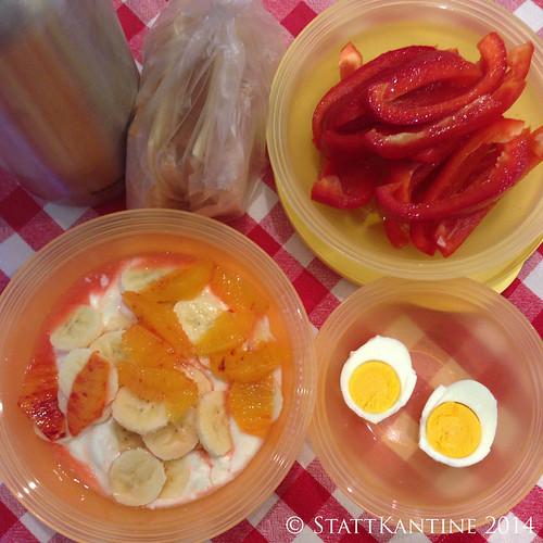 Stattkantine 26.03.14 - Käsebrote, Paprika, Joghurt mit Obst