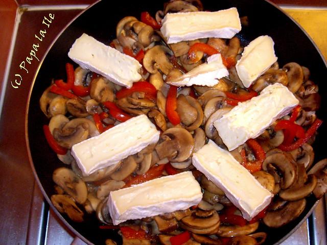 Penne cu ciuperci, ardei si brie (5)