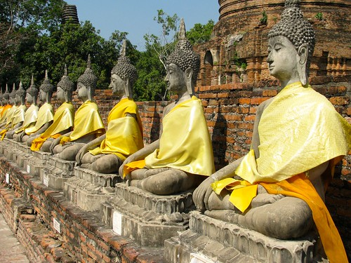 Figuras de Buda en  Wat Yai Chaya Mongkol