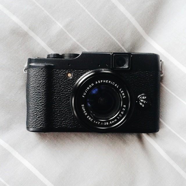 fuji x10 compact camera
