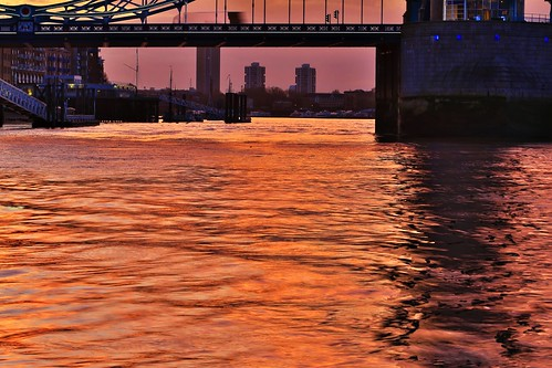 london water towerbridge sunrise ripples sunlightonwater riverthames goldenshimmer sunriseonthethames shimmeringlightonthewater