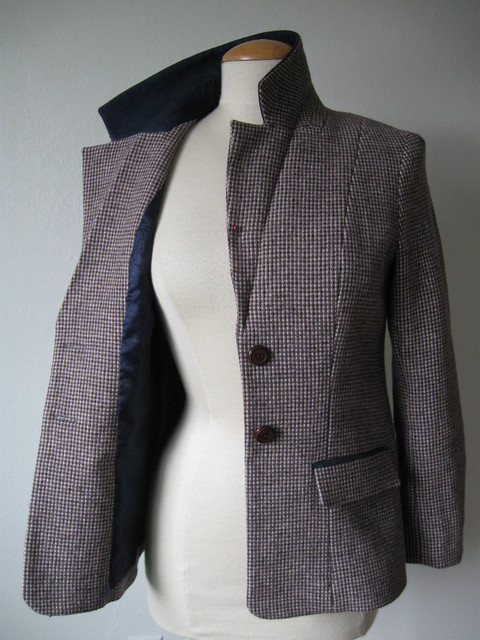 Saler jacket on form front3