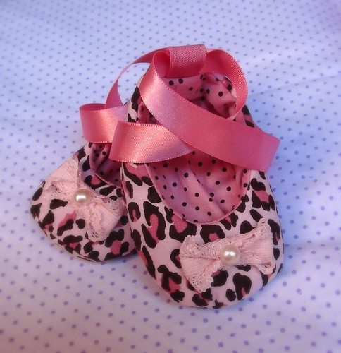 Sapatinho Oncinha Rosa by Cute for Baby by Mirian Rezende
