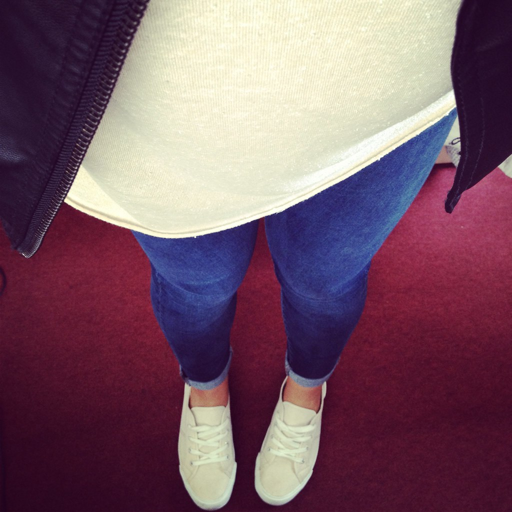 Sneakers & Skinny Jeans