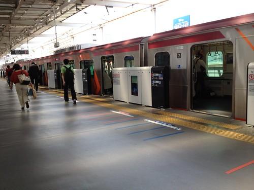 東急大井町駅のホームドア by haruhiko_iyota