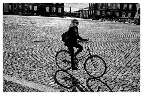 fiets op plein by hans van egdom