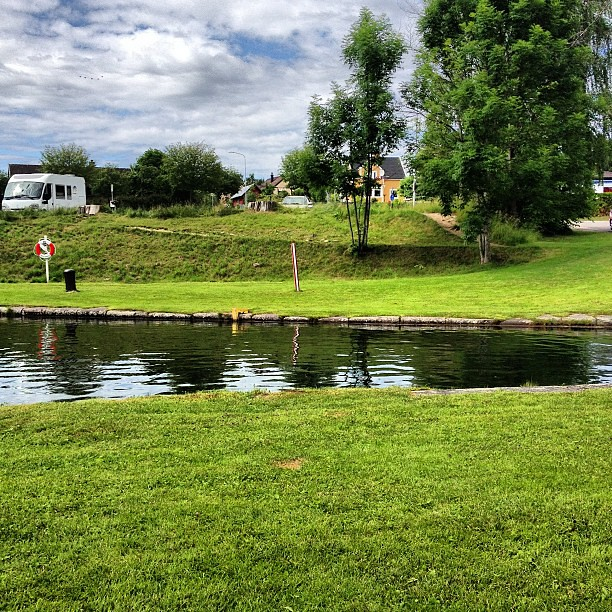 Så här ser Göta Kanal ut. Skilsmässodiket.
