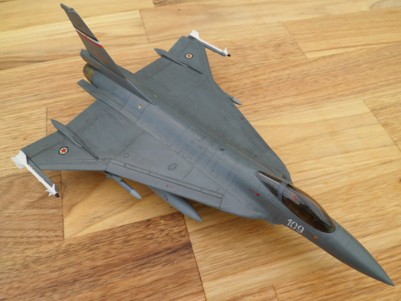Les faucons de Mostar [General Dynamics F-16 XL Monogram] 9419323108_d16806278a_c