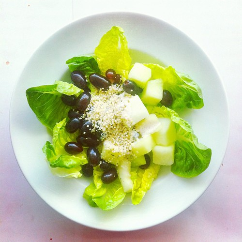 Detox n.2. Green #melon, black #grapes, #lettuce, #hemp cream, #lemon juice and #olive oil. #salad #saladporn #saladporn #saladpride #greens #fruits #vegan #veganfood #raw #detox #rawfood #veganshare #vegetarian #veganfoodporn #healthyfoodshare #healthyfo by Salad Pride