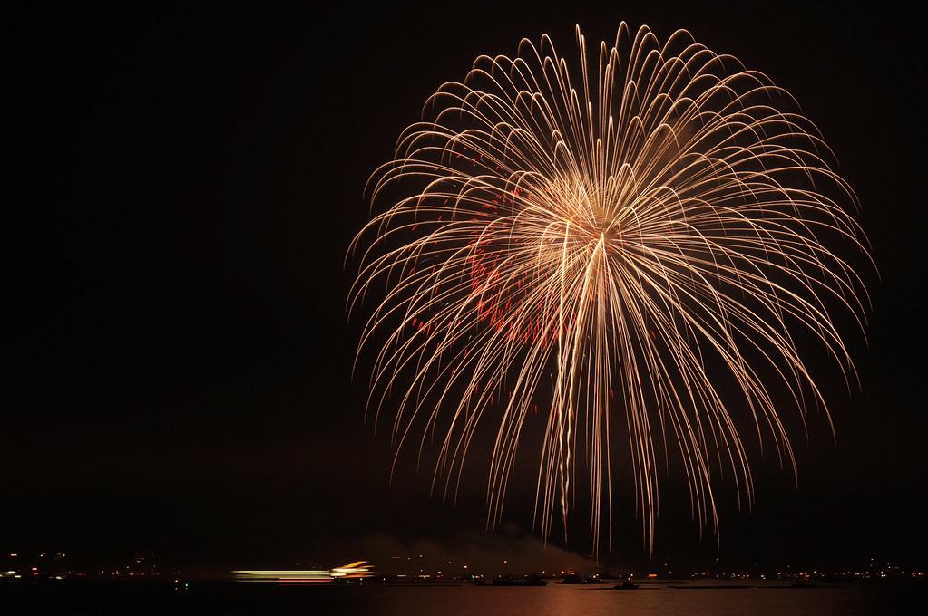 対岸から見た宮島水中花火大会