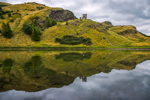 park lake reflection edinburgh day cloudy unitedkingdom hill arthursseat hollyrood