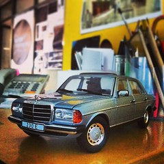 model car, automobile, automotive exterior, vehicle, mercedes-benz w126, mercedes-benz w123, mercedes-benz, sedan, classic car, land vehicle, luxury vehicle,