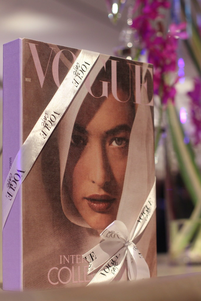 vogue cover, vogue cafe