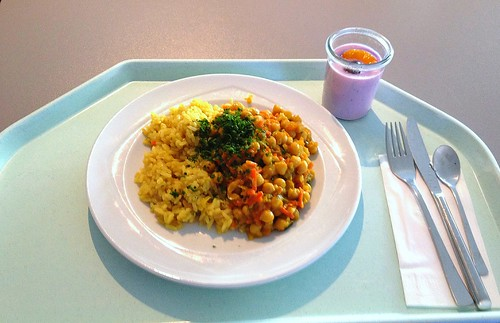 Kichererbsencurry mit Curryreis / Chickpea curry with curry rice