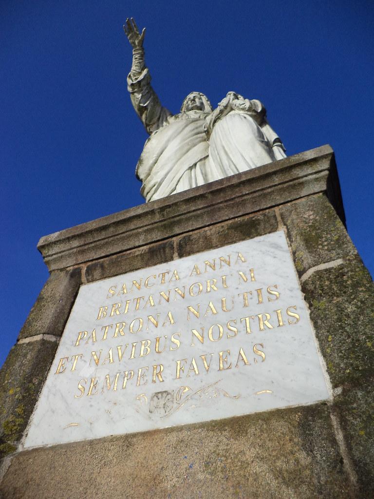 Sainte Anne veillant sur la Loire