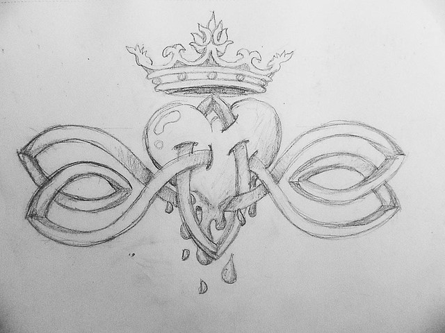 How To Draw A Heart With A Crown Celtic Heart with Crow...
