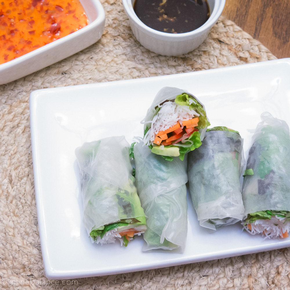 fresh salad wraps with easy garlic dipping sauce