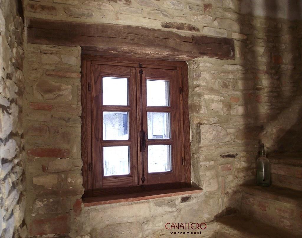 Grande finestre in legno rustiche gv89 pineglen - Finestre d epoca ...