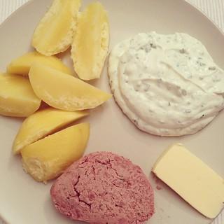 #Kartoffeln und #schnittlauchquark mit #Leberwurst und #Butter