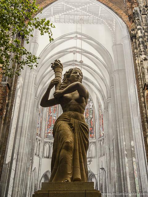 Estatua en la Domplein