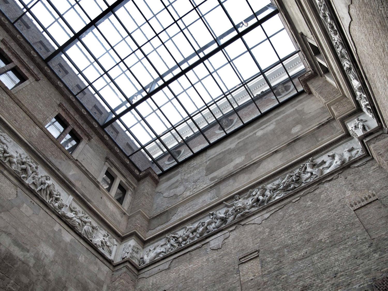 neues museum_arquitectura_patio_rehabilitacion_vidrio_cubierta