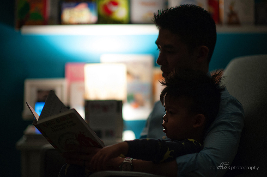 personal 365 - silouhette of dad reading by lamp light photography
