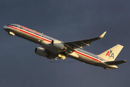 American Airlines Boeing 757-200 departing LAX (N691AA)
