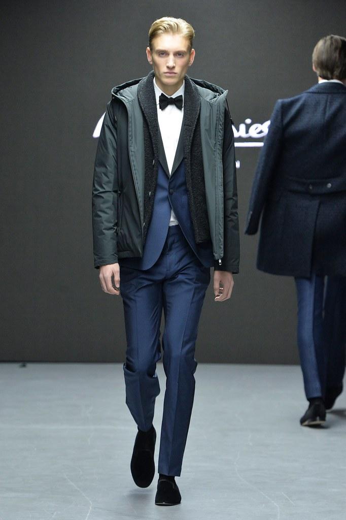 Jeroen Smits3156_FW15 London Hardy Amies(fashionising.com)