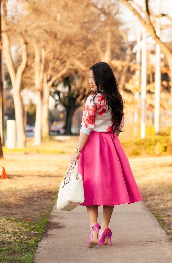 https://cuteandlittle.com | petite fashion blog | pink midi skirt, floral blouse, shoedazzle fuchsia pink darlene pumps | outfit