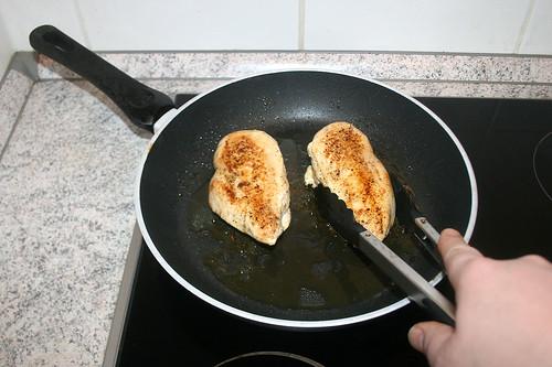 24 - Hähnchenbrust zwischendurch wenden / Turn chicken breasts from time to time